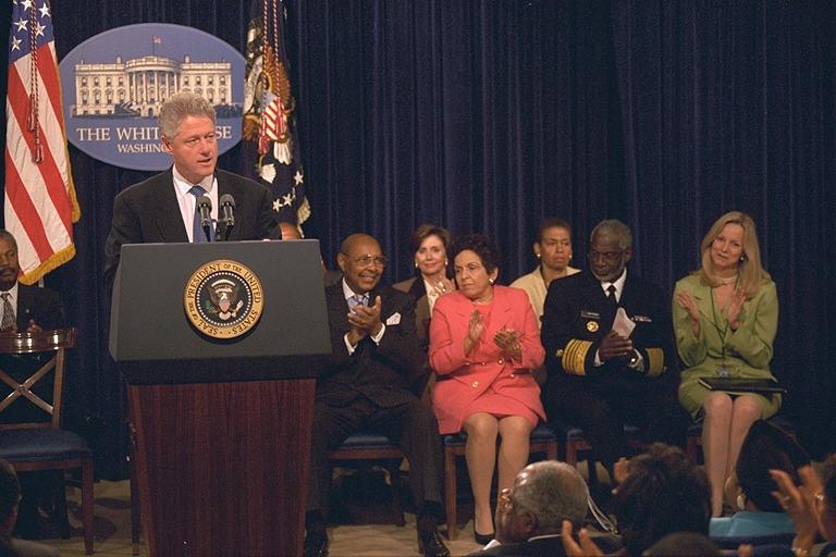 https://clinton.presidentiallibraries.us/clinton-files/dropbox/photos/P67662_21_28OCT1998_L.jpeg