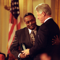 http://storage.lbjf.org/clinton/photos/central/P77286-14_09NOV1999_H.jpg