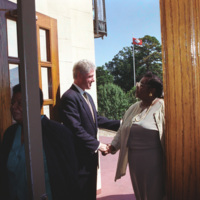 http://storage.lbjf.org/clinton/photos/central/P56506_18_25Sep1997_H.jpg
