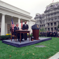http://storage.lbjf.org/clinton/photos/P20771_16a_14Oct1994_H.jpg